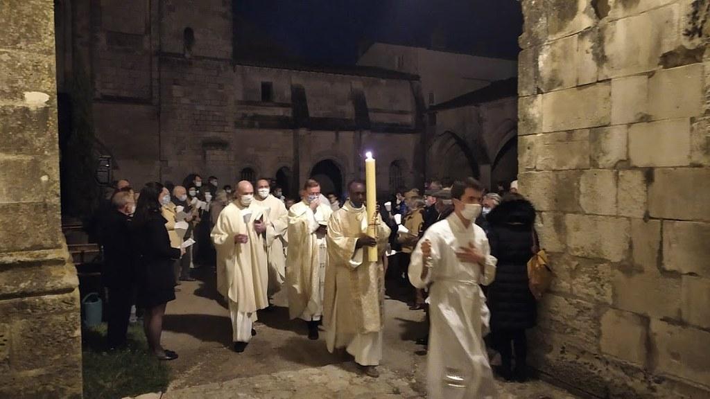 Francia - Vigilia Pascual en Saintes