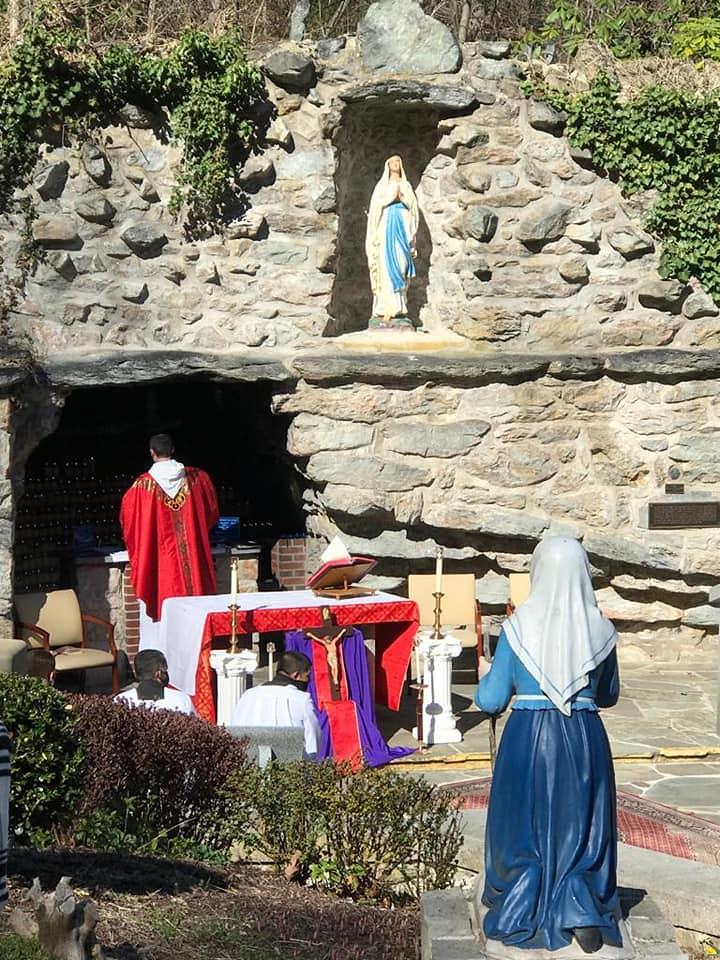 Estados Unidos - Viernes Santo en el Monasterio