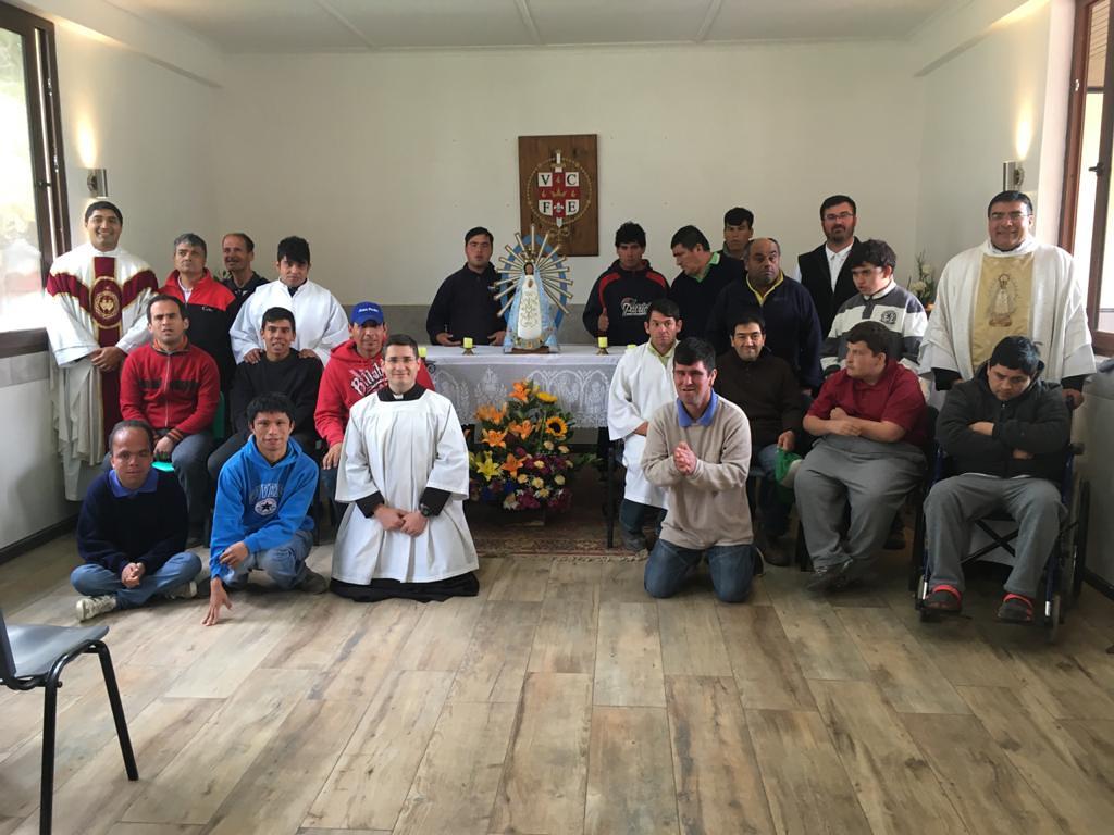 Chile - Domingo de Pascua en el Hogar Sagrado Corazón