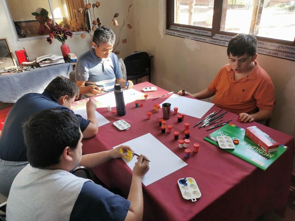 Chile - Clase de arte terapia en el Hogar