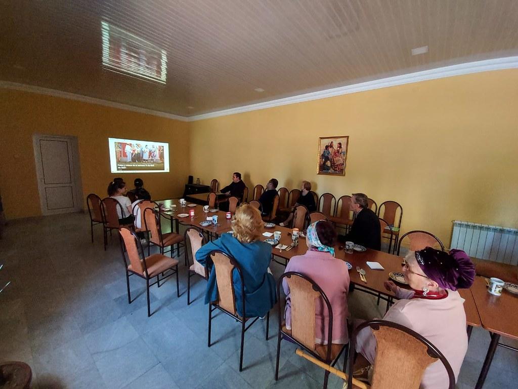 Uzbekistán - Compartiendo 'Fotos de la Semana' con los parroquianos de Samarcanda