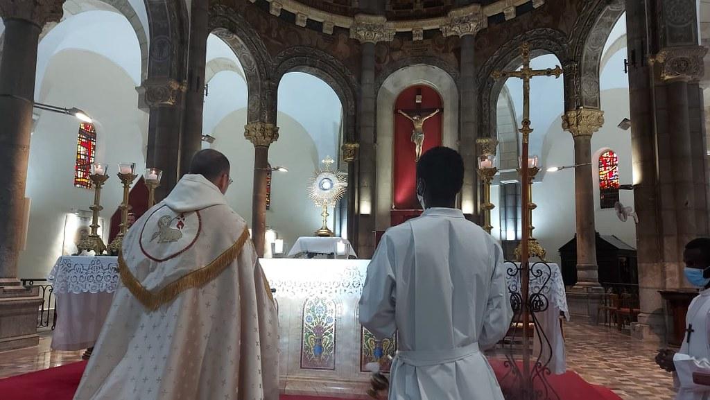 Túnez - Domingo del Buen Pastor en la Catedral