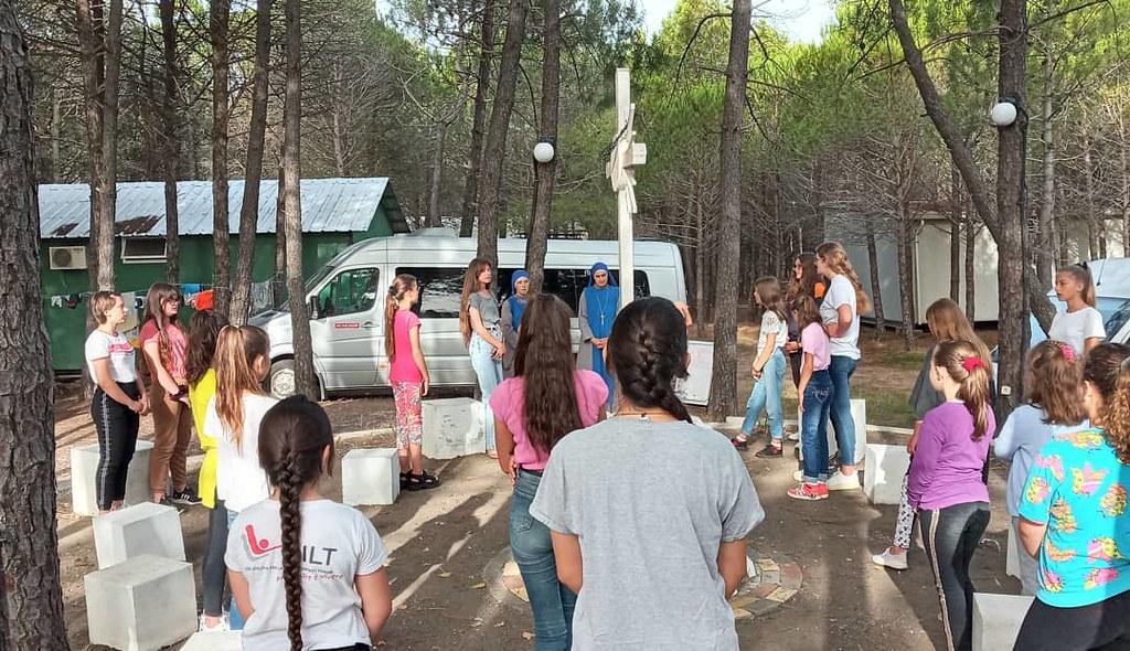 Albania - Campamento de niñas