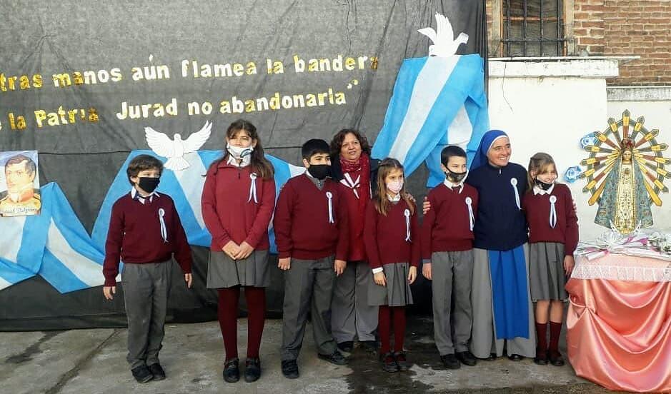 Argentina - Juramento a la bandera de los niños del Colegio de Villa Mercedes