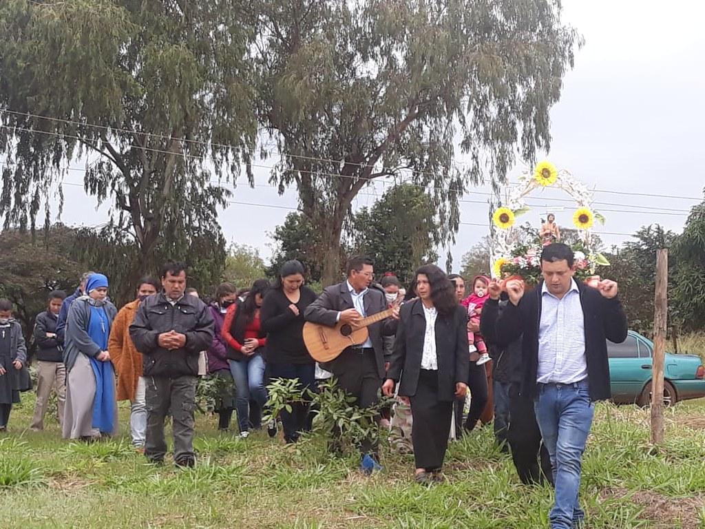Paraguay - procesión y fiesta de la Capilla San Juan Bautista