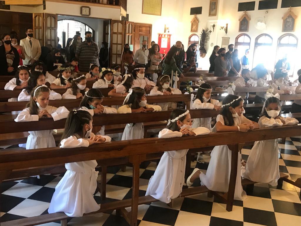 Argentina - Primeras Comuniones en Nuestra Señora de los Dolores