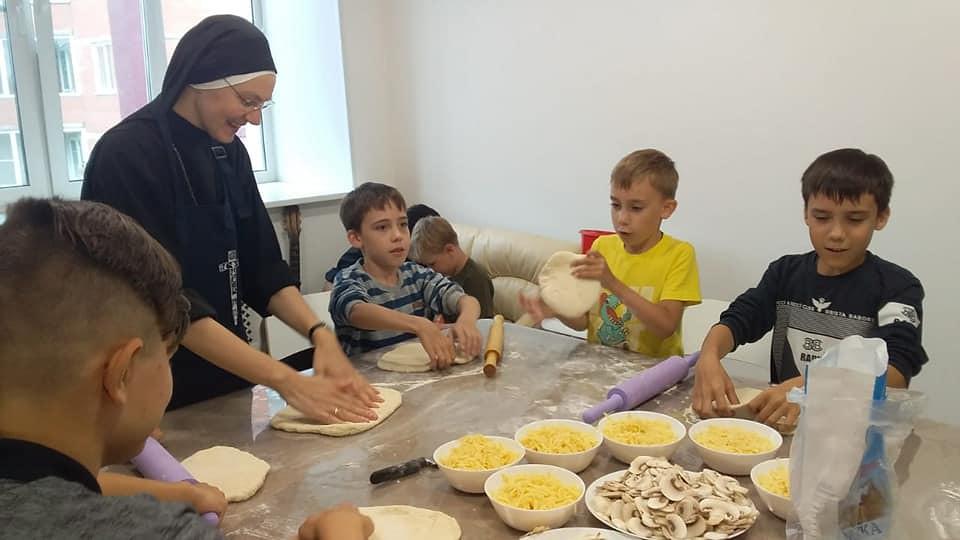 Rusia – Haciendo pizza con los niños en Omsk