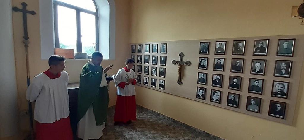 Albania - Bendición de la pared de los mártires albaneses