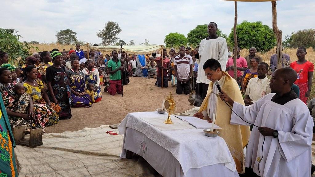 Tanzania - Procesión Eucarística en la Misión Popular de Itumbo
