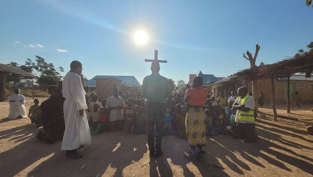 Tanzania - Viacrucis en la Misión Popular de Itumbo