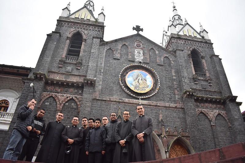 Ecuador - Noviciado - peregrinación por los principales Santuarios y lugares Santos del País
