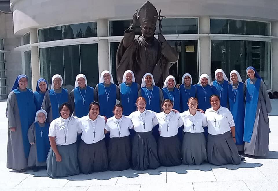 Estados Unidos - Las novicias peregrinaron al Santuario de San Juan Pablo II en DC