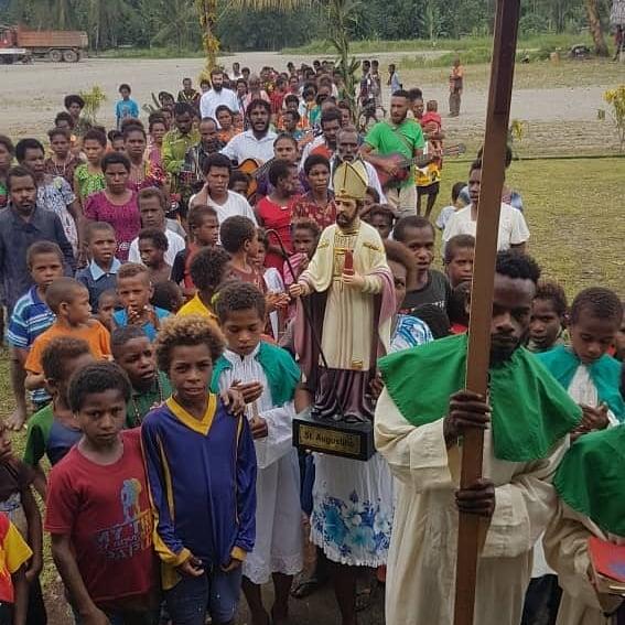 Papúa Nueva Guinea - Bendición de la nueva estatua de San Agustín