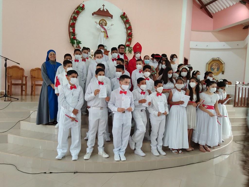 Galápagos, Ecuador - Primera Comunión y Confirmación de niños de la Unidad Educativa San Francisco de Asís