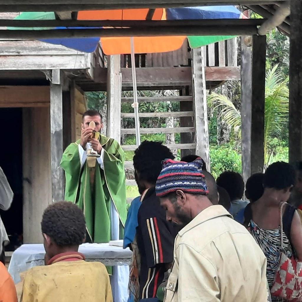 Papúa Nueva Guinea - Primera Misa celebrada en Ibru, una nueva comunidad católica