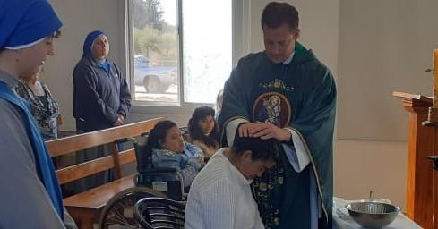 Argentina - Bautismo de María, nueva integrante del Hogar Divina Providencia
