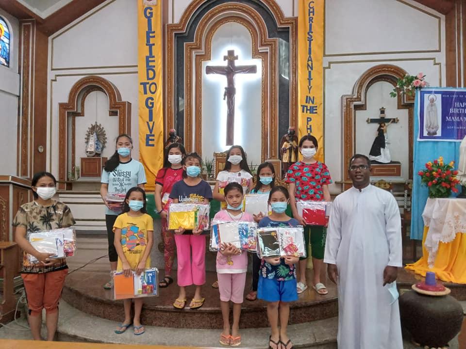 Filipinas - Útiles escolares para los becarios de la Parroquia Our Lady of Luján