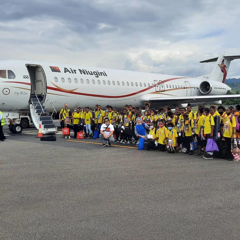 Papúa Nueva Guinea - Viaje de los niños de la Orquesta Queen of Paradise a la capital Port Moresby