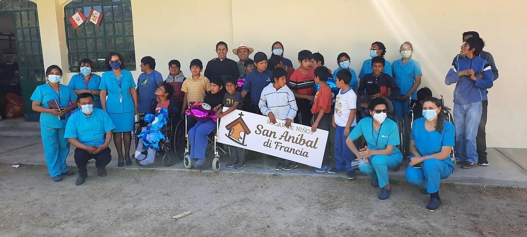 Perú - Visita del Departamento de Enfermeras del Hospital al Hogar San Anibal di Francia