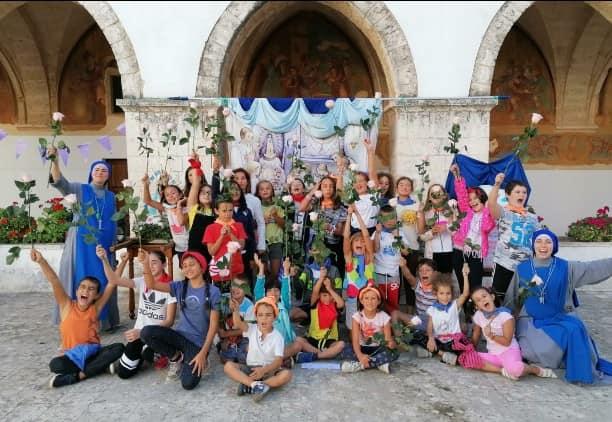 Italia - Campamento de verano y consagración a la Virgen en Conversano