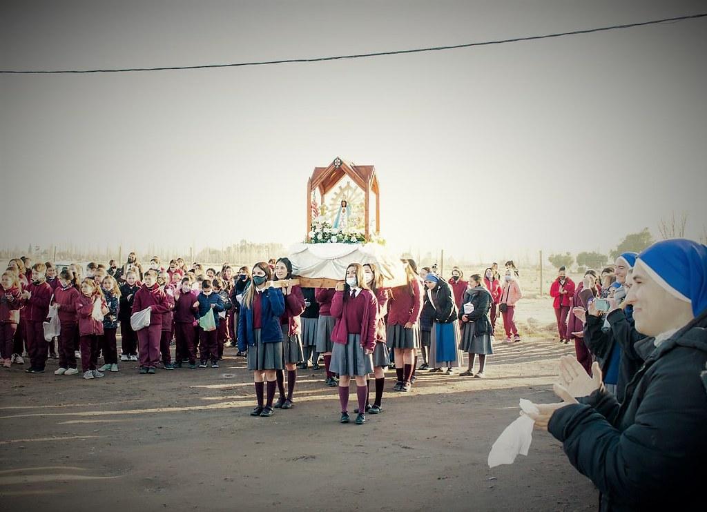 Argentina - Llegada de la Virgen de Luján al Colegio Isabel la Católica