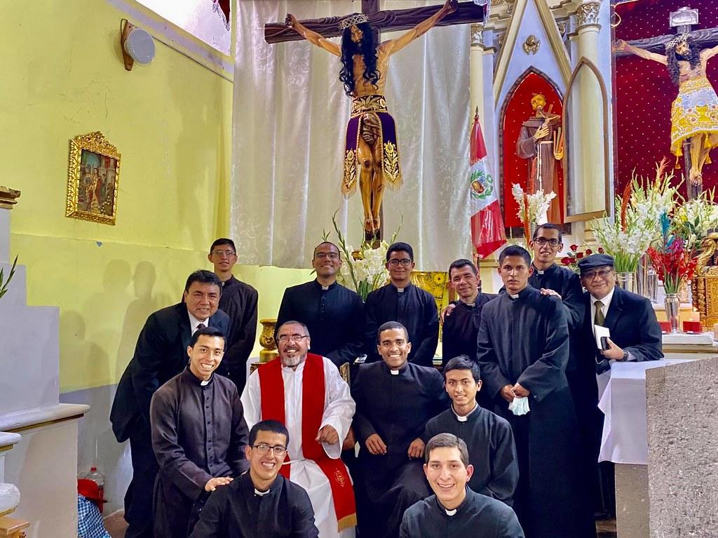 Perú - Seminaristas en la parroquia cusqueña de Mollepata