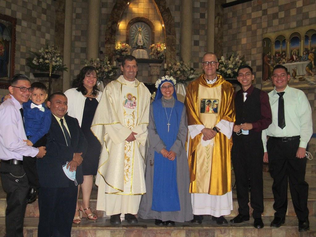 Ecuador - Votos Perpetuos de la Hna. María del Buen Suceso en la parroquia San Luis Rey de Francia (Guayaquil)