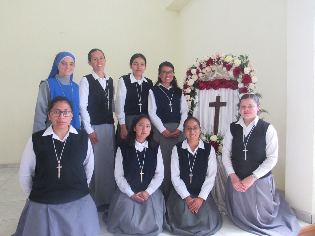 Ecuador - Recepción de la Cruz de Matara de 7 postulantes