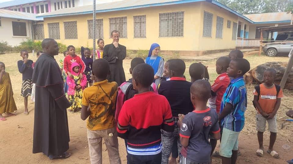 Tanzania - Visitando Tunduru con el Obispo