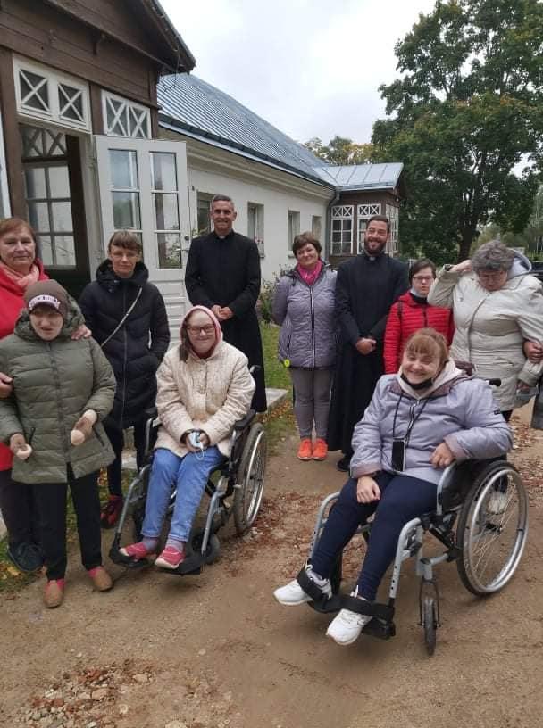 Lituania - Visita de las personas con discapacidad intelectual a la parroquia