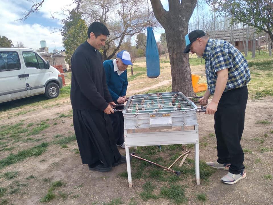 Argentina - Salida de los abuelos del Hogar San Martín de Tours