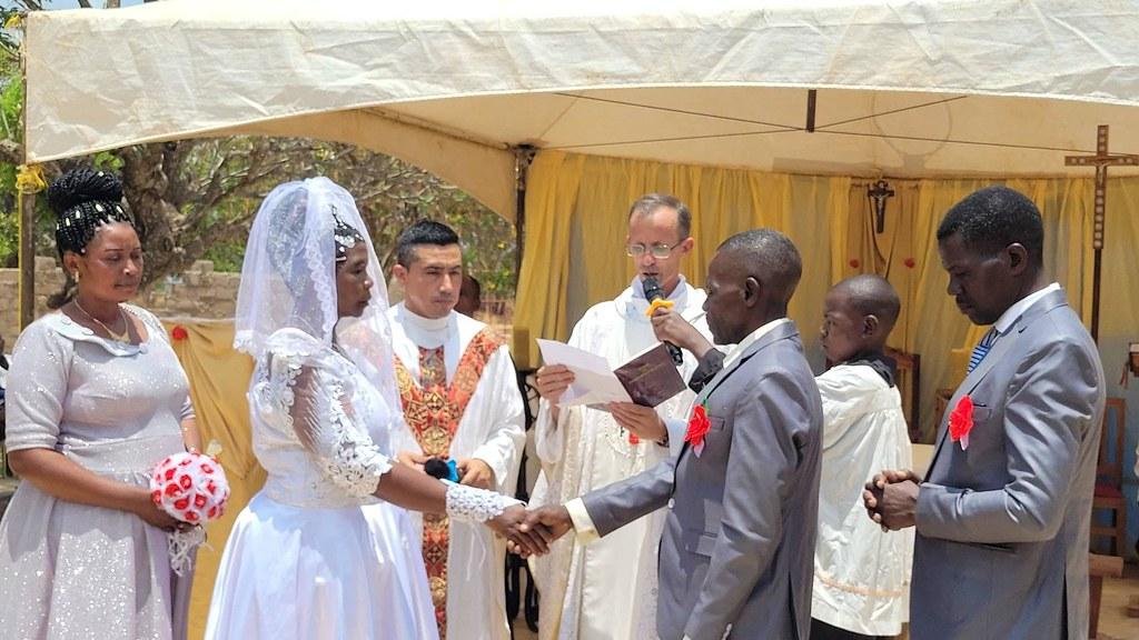 Tanzania - 24 matrimonios en Ushetu