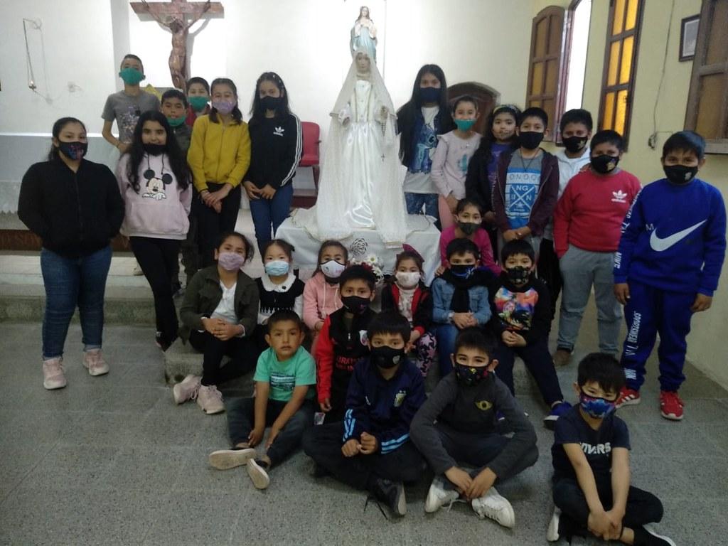 Argentina - Grupo de niños adoradores en Los Juríes