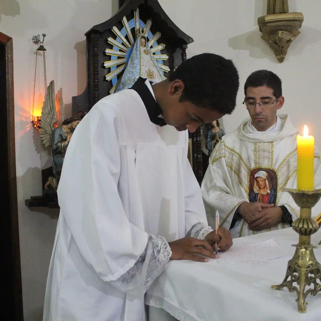 Brasil - Consagración total a María de un seminarista menor