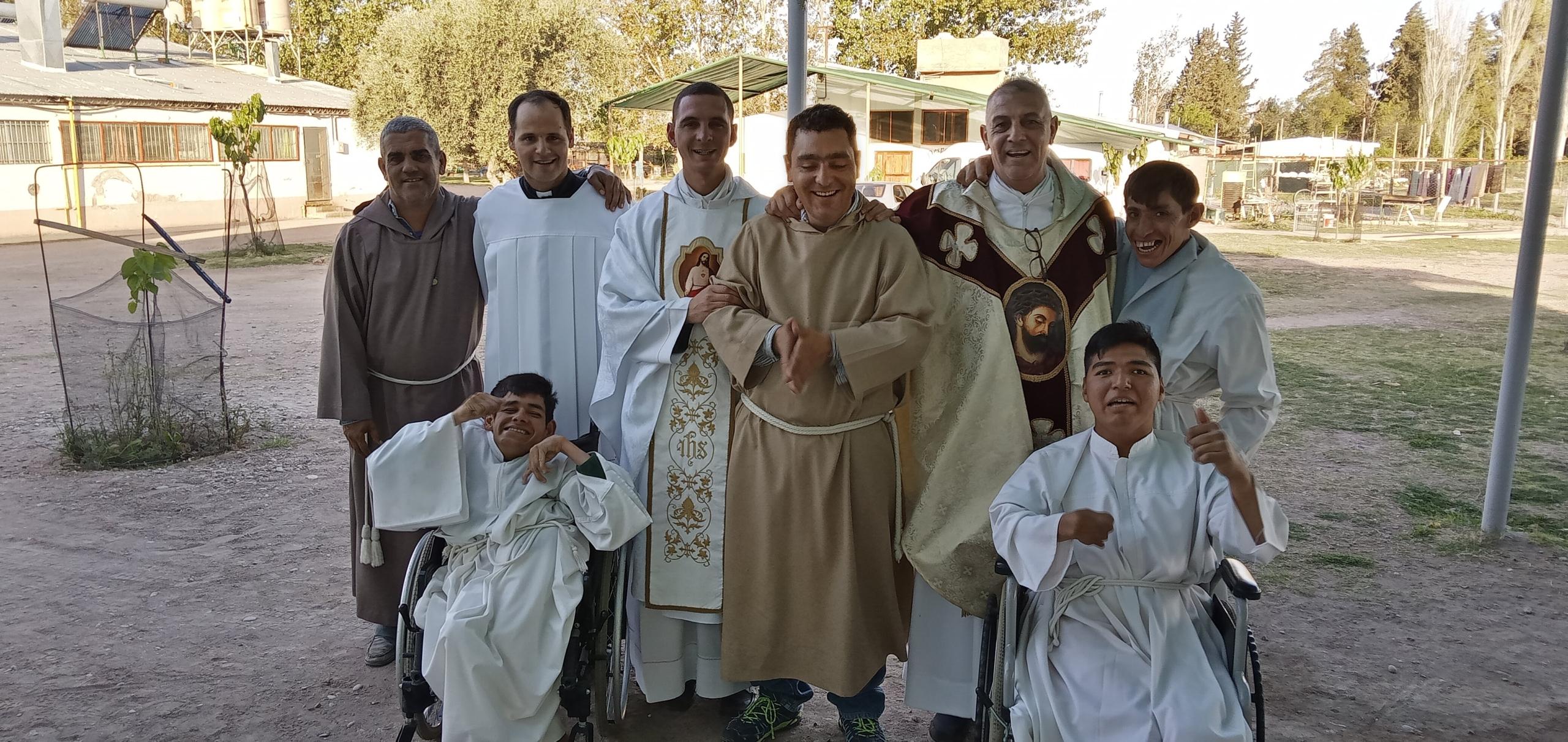 Argentina - Fiesta de los ángeles custodios en el Hogar San Martín