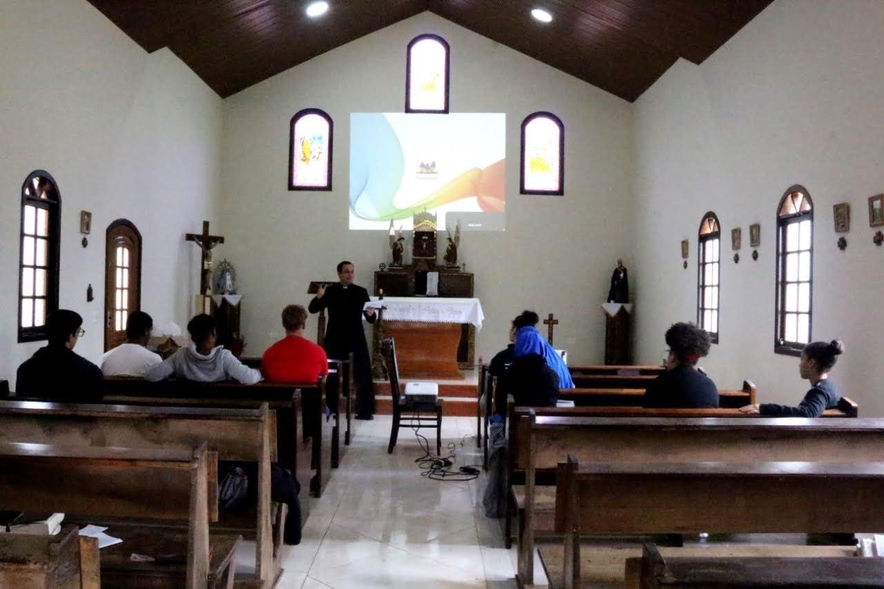 Brasil - Retiro de los jóvenes en la Parroquia Nuestra Señora del buen viaje